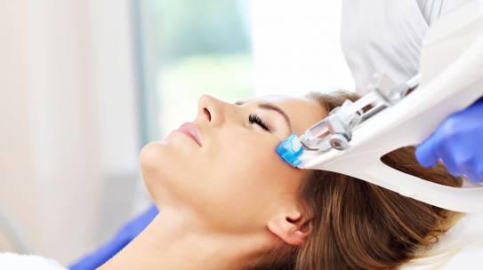 Mezoterapia skóry głowy – na czym polega i na co pomaga?